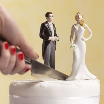 divorce-wedding-cake-high-res-stock-photography-641209186-1551396920